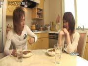 「中出し堀真希似の美少女はH大好き!ヤリマンのパイパンに中出し杉浦彩userporn」のサムネイル画像