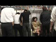 「無修正中出しパイパン美女が電車の中で連続中出し!可愛くてオススメ!」のサムネイル画像