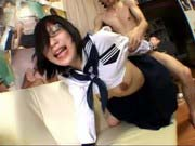 「鈴木麻奈美:バックでガンガン犯される可愛い女子高生が絶叫アクメ!」のサムネイル画像