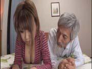 「谷間がエロい巨乳娘とジジイのH!」のサムネイル画像