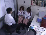 「ビッチな女子校生2人組を監禁して脅し制服姿のまま中出し凌辱プレイ!!」のサムネイル画像