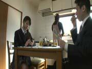 「父親を誘惑する女子校生の貧乳美少女!」のサムネイル画像