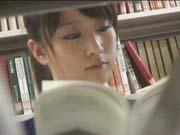 「図書館で強姦魔に襲われ無残にレイプされる激カワJKが号泣しながら蹂躙される!」のサムネイル画像