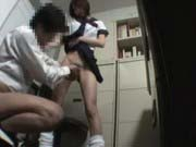 「万引きしたJKにきついお仕置きで弄られ無理やり孕まされる拷問中出しレイプ!」のサムネイル画像