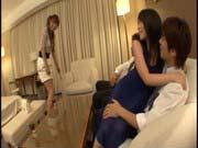 「素人ギャル二人がチンコに突かれホテルで逝きまくるハメ撮り」のサムネイル画像