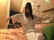 「篠田ゆう:プルンプルンのおっぱいが可愛い今風ギャルとホテルでイチャイチャ性行為!」のサムネイル画像