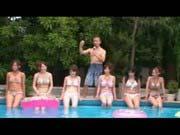 「水着のアイドル数十人で乱交中出ししてるぞ!!」のサムネイル画像