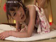 「着物姿のパイパン美少女に中出し」のサムネイル画像