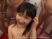 「40人輪姦炉利中出し破壊!北上もも激ロリ美少女の炉マムコへ連続中出し!!」のサムネイル画像