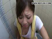 「激カワ美少女に公衆トイレでたっぷりフェラ!」のサムネイル画像