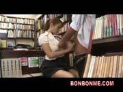 「可愛い美少女が図書室で淫らに過激な行為に勤しむ」のサムネイル画像